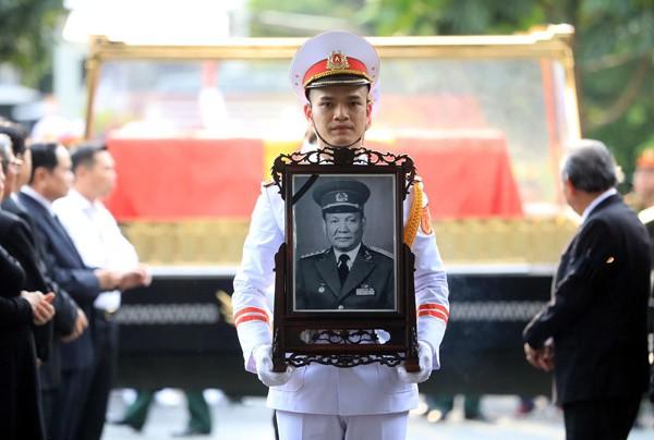 Thủ tướng Nguyễn Xuân Phúc đón linh cữu nguyên Chủ tịch nước Lê Đức Anh tại Nghĩa trang TP HCM - Ảnh 2.