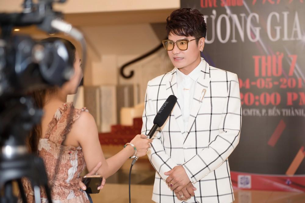 Tạm hoãn liveshow 16 năm ca hát của Lương Gia Huy - Ảnh 1.