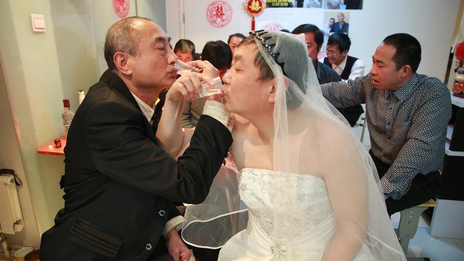 2 cụ ông đồng tính livestream đám cưới gây thu hút sự chú ý của truyền thông Trung Quốc - Ảnh 3.