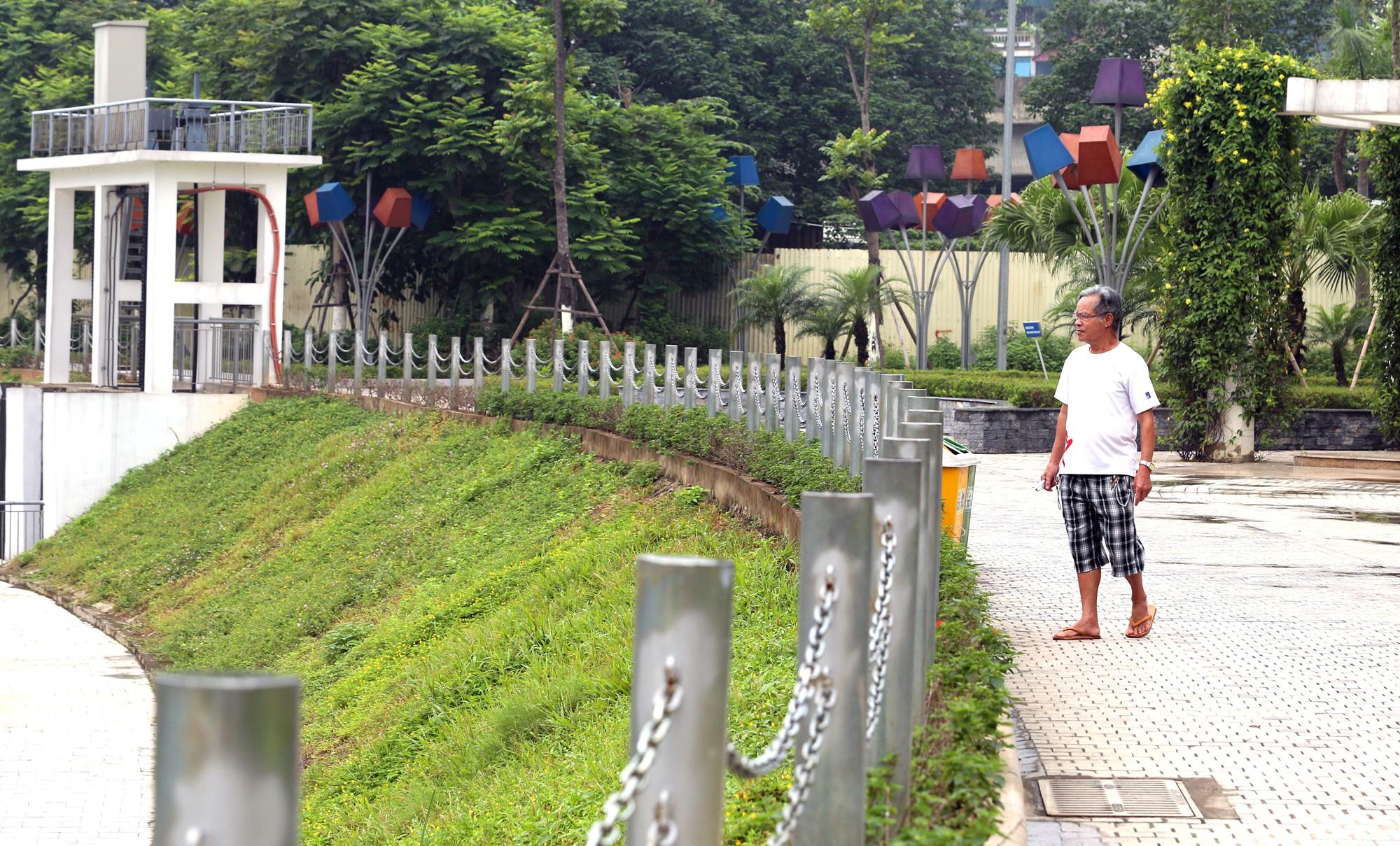 Công viên 300 tỉ đồng trên đất vàng ở Hà Nội mới khánh thành đã bị dân chê hôi thối - Ảnh 14.