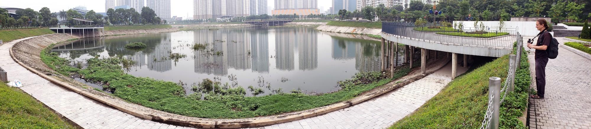 Công viên 300 tỉ đồng trên đất vàng ở Hà Nội mới khánh thành đã bị dân chê hôi thối - Ảnh 2.