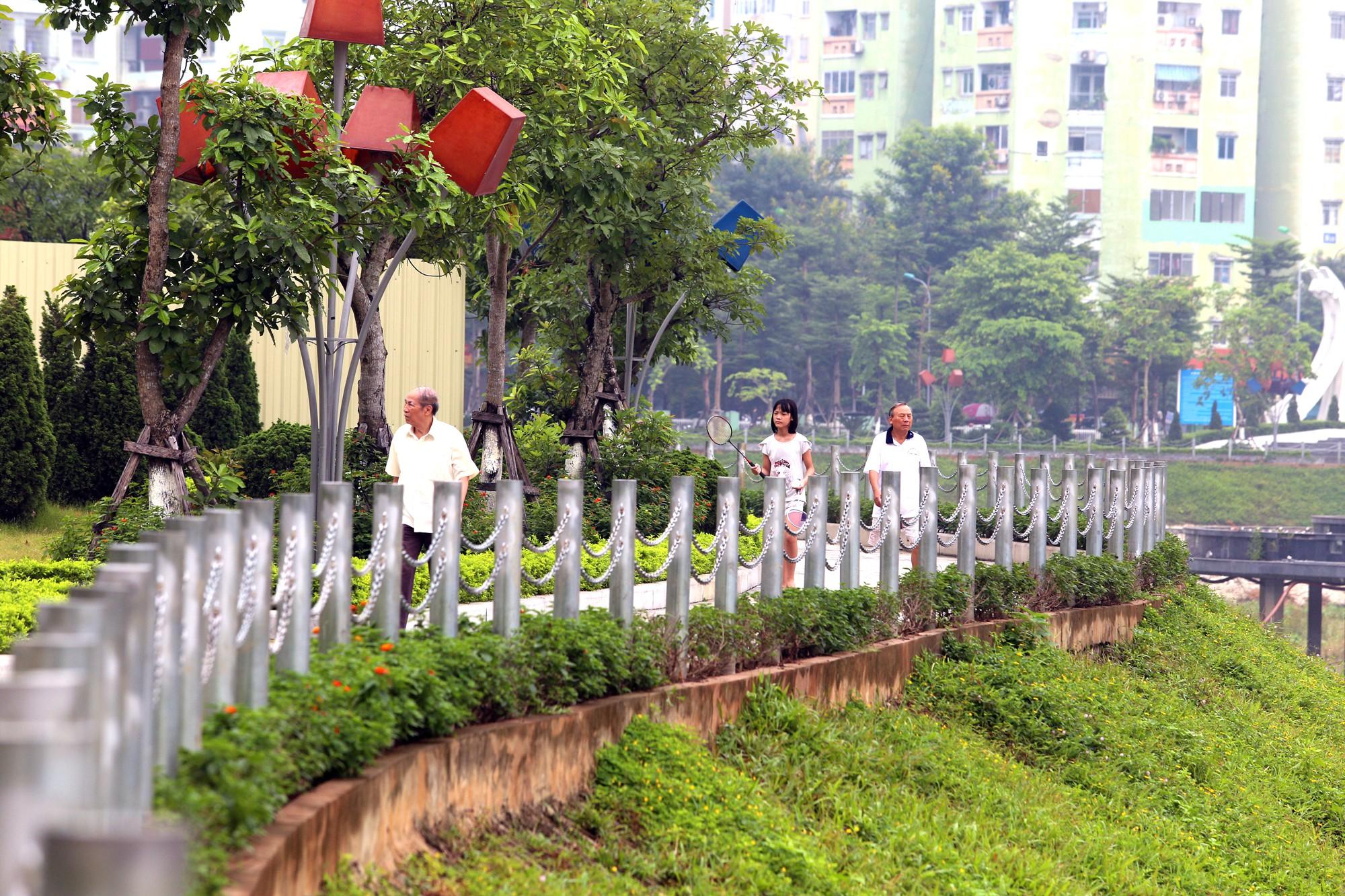 Công viên 300 tỉ đồng trên đất vàng ở Hà Nội mới khánh thành đã bị dân chê hôi thối - Ảnh 3.
