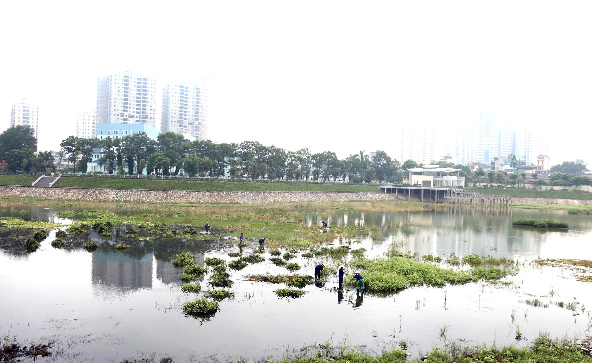 Công viên 300 tỉ đồng trên đất vàng ở Hà Nội mới khánh thành đã bị dân chê hôi thối - Ảnh 4.