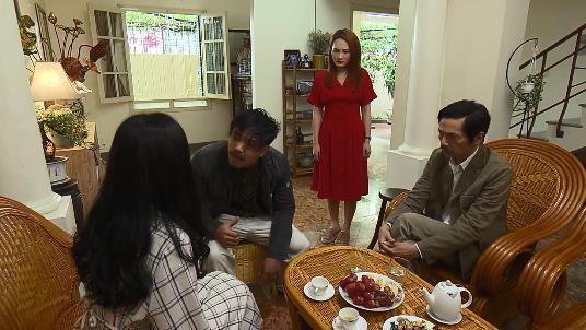 Về nhà đi con tập 34: Huệ bị Khải cưỡng bức ngay trong nhà mình, Vũ và Thư háo hức chuẩn bị đám cưới - Ảnh 1.