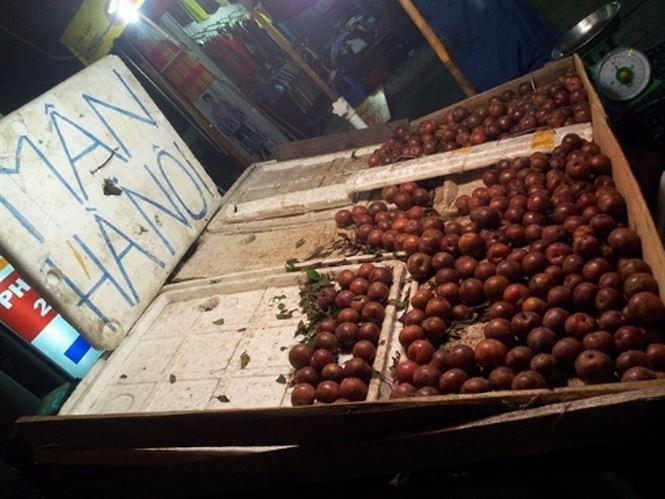 Mận hậu giá rẻ bán ngập chợ Sài Gòn - Ảnh 5.