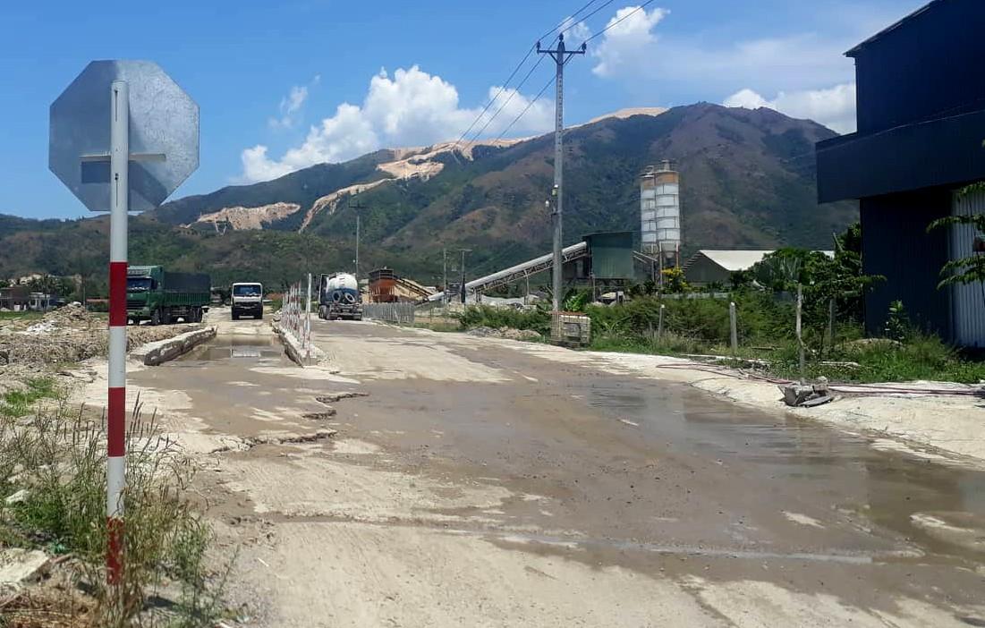 Chủ tịch Khánh Hòa đề nghị xử lý nghiêm trạm bê tông không phép khiến dân kêu trời vì ô nhiễm - Ảnh 2.
