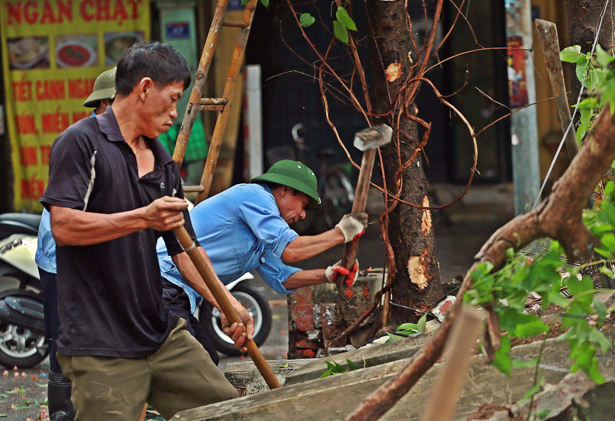 Hà Nội: Tháo dỡ bức tường chống nạng gỗ ở phường Mai Dịch - Ảnh 5.