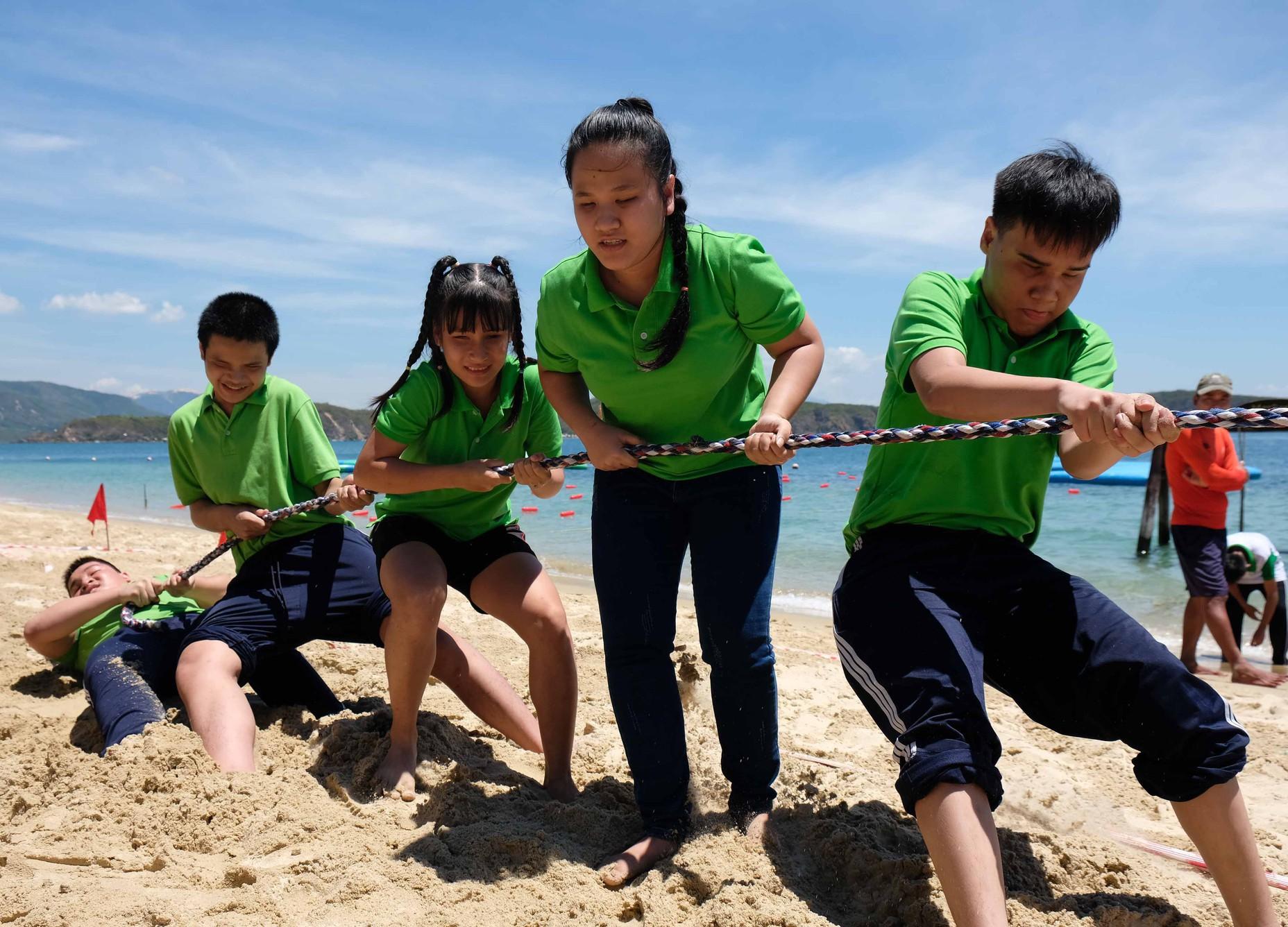 Gần 600 thiếu nhi vui chơi hết mình trong ngày Hội trẻ em khuyết tật lần tại Nha Trang - Ảnh 1.