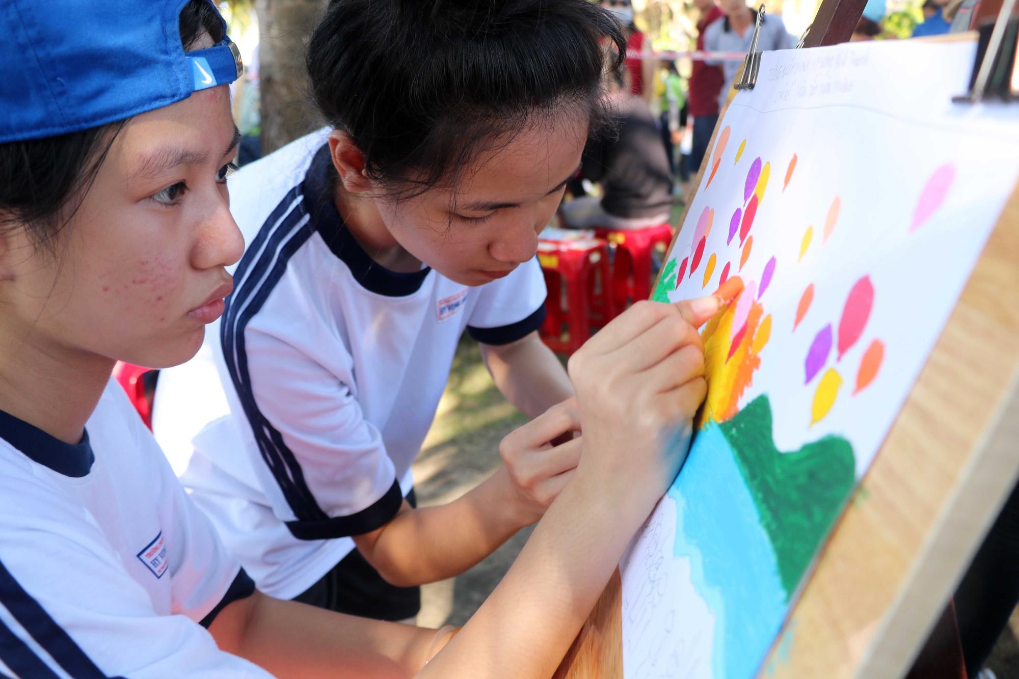 Gần 600 thiếu nhi vui chơi hết mình trong ngày Hội trẻ em khuyết tật lần tại Nha Trang - Ảnh 2.