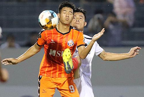 Hà Đức Chinh giúp Đà Nẵng thắng TP HCM - Ảnh 1.