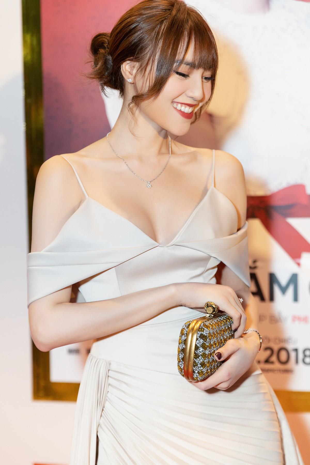 Gu thời trang của Ninh Dương Lan Ngọc: Mặc streetstyle đã chất, diện váy gợi cảm cũng rất thần thái  - Ảnh 14.