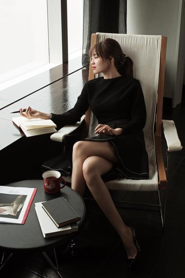 Gu thời trang của Ninh Dương Lan Ngọc: Mặc streetstyle đã chất, diện váy gợi cảm cũng rất thần thái  - Ảnh 8.