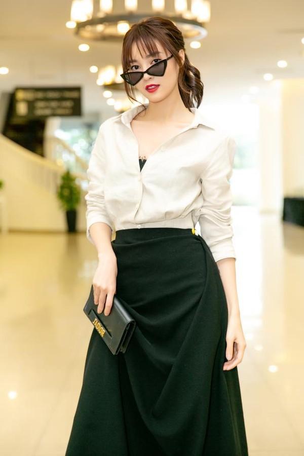 Gu thời trang của Ninh Dương Lan Ngọc: Mặc streetstyle đã chất, diện váy gợi cảm cũng rất thần thái  - Ảnh 9.