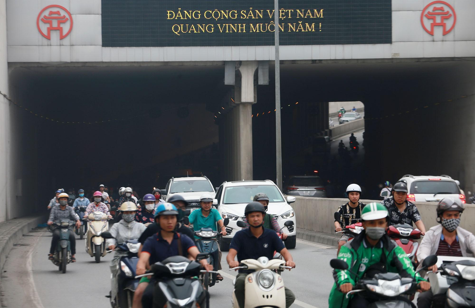 Cận cảnh hầm Kim Liên sau vụ tai nạn thương tâm: Dốc, cua và nhiều phương tiện lấn làn, vượt ẩu - Ảnh 6.