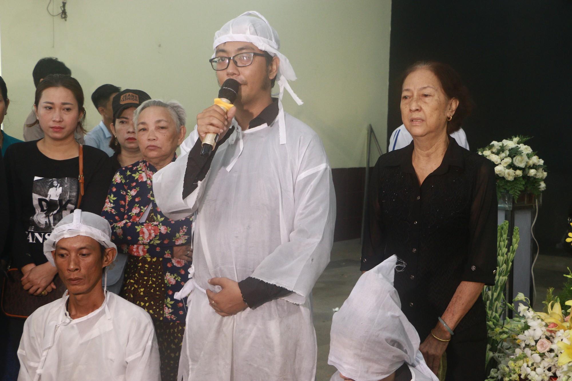 Con gái Lê Bình suy sụp, thất thần trong lễ động quan đưa thi hài cha về nơi an nghỉ - Ảnh 4.