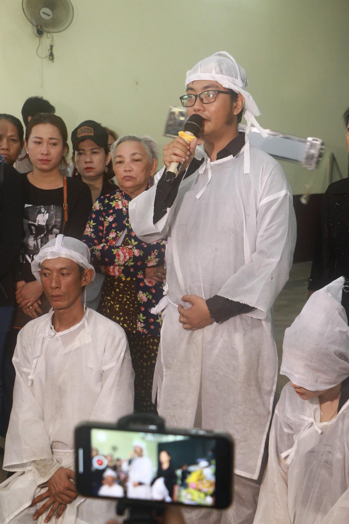 Con gái Lê Bình suy sụp, thất thần trong lễ động quan đưa thi hài cha về nơi an nghỉ - Ảnh 5.