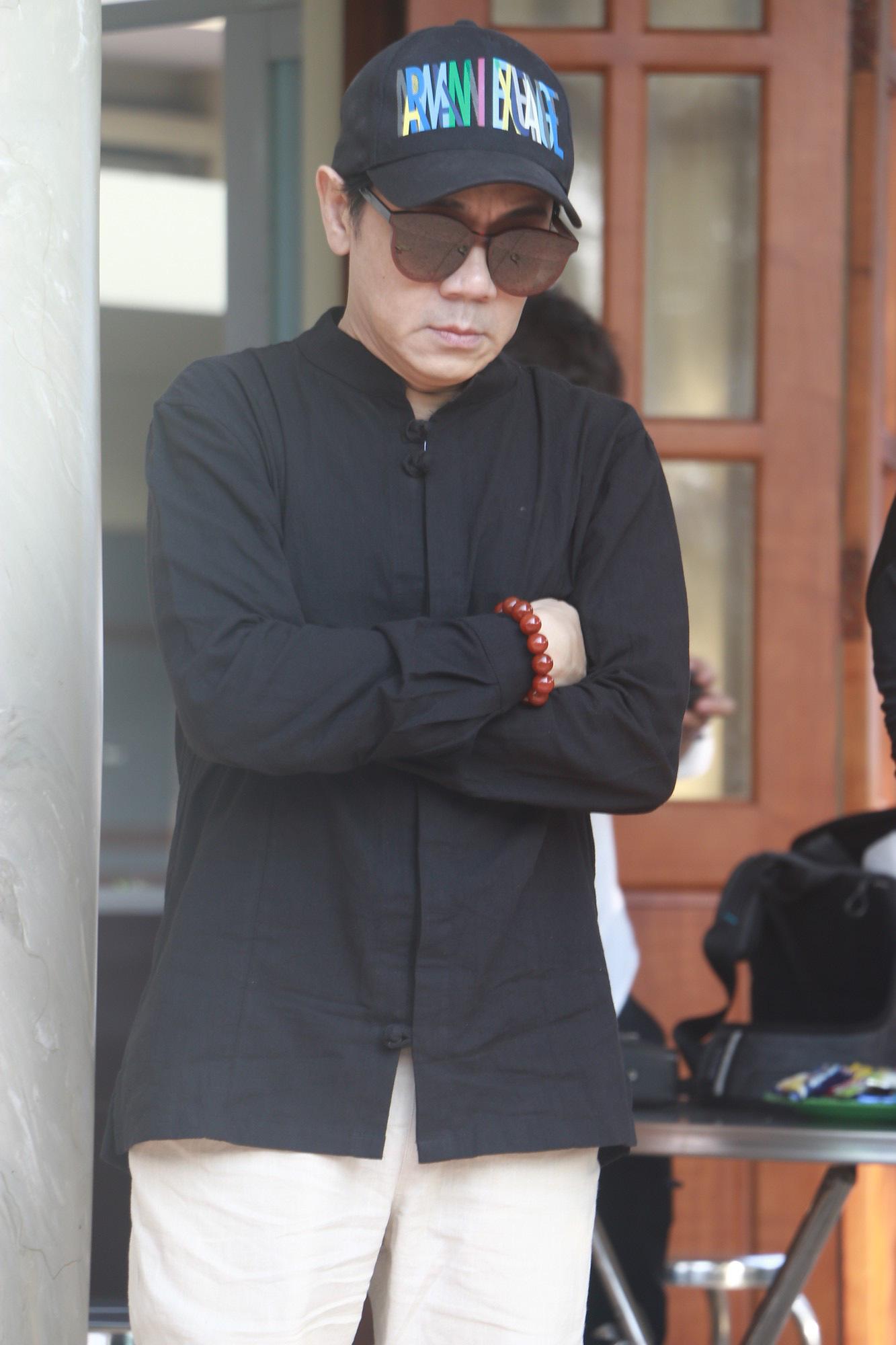 NSƯT Thành Lộc và nhiều đồng nghiệp nghẹn ngào đưa tiễn nghệ sĩ Lê Bình  - Ảnh 14.