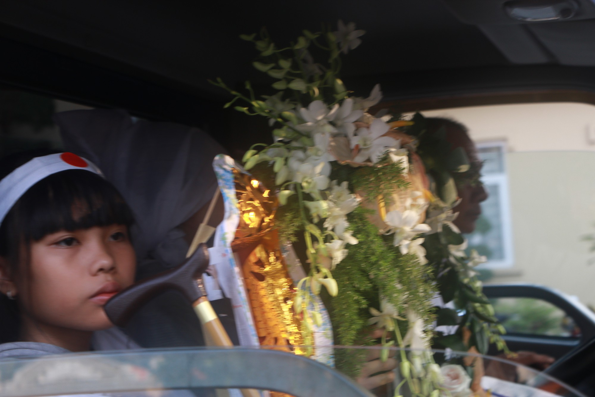 Con gái Lê Bình suy sụp, thất thần trong lễ động quan đưa thi hài cha về nơi an nghỉ - Ảnh 23.