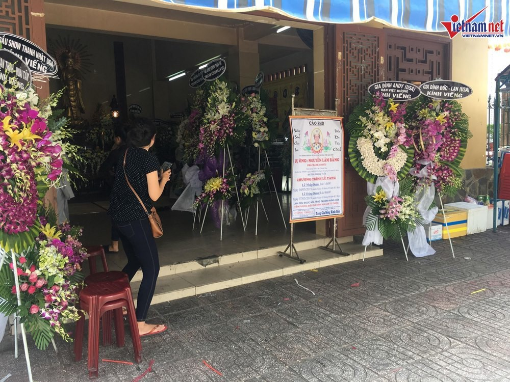 Bố Việt Hương đột ngột qua đời, NSƯT Hoài Linh và nhiều đồng nghiệp động viên nữ nghệ sĩ - Ảnh 3.