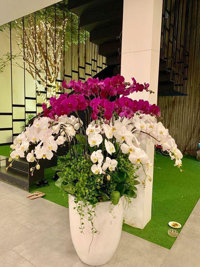 Ngắm căn biệt thự sang trọng ngập tràn hoa lá của Hồ Ngọc Hà - Ảnh 10.
