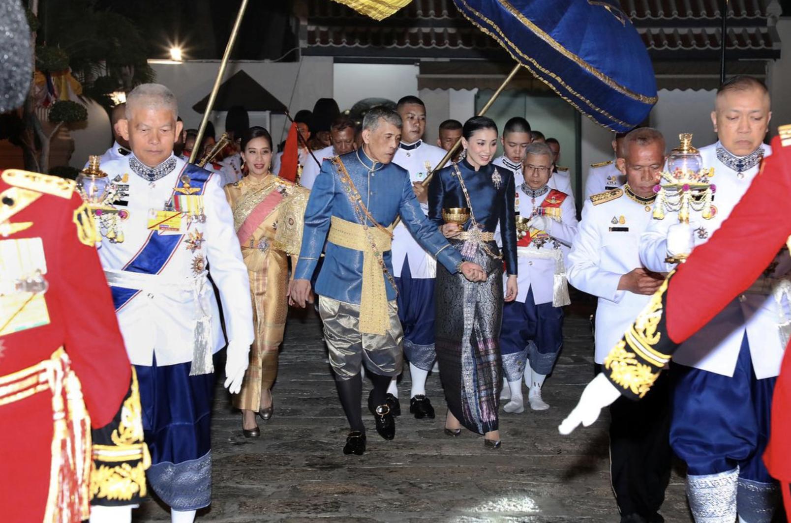 Tranh cãi về chú mèo xuất hiện trong lễ đăng quang của nhà vua Thái Lan - Ảnh 2.