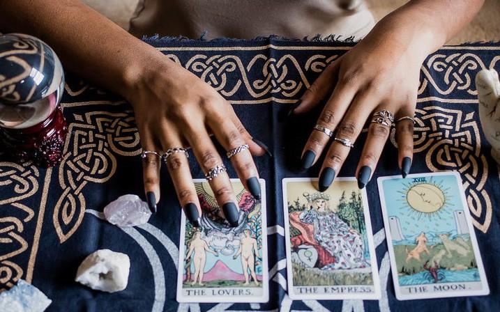 Tử vi hôm nay (07/5) qua lá bài Tarot: Như chơi trò tung hứng