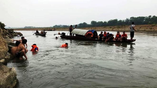 Thanh Hóa: Rủ nhau tắm sông Mã, 4 học sinh lớp 7 đuối nước thương tâm - Ảnh 1.