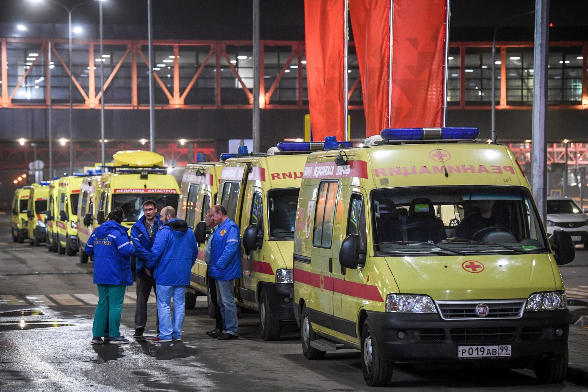 Máy bay Nga cháy dữ dội khiến 41 người tử vong: Danh sách 72 hành khách chưa thấy thông tin người Việt - Ảnh 2.