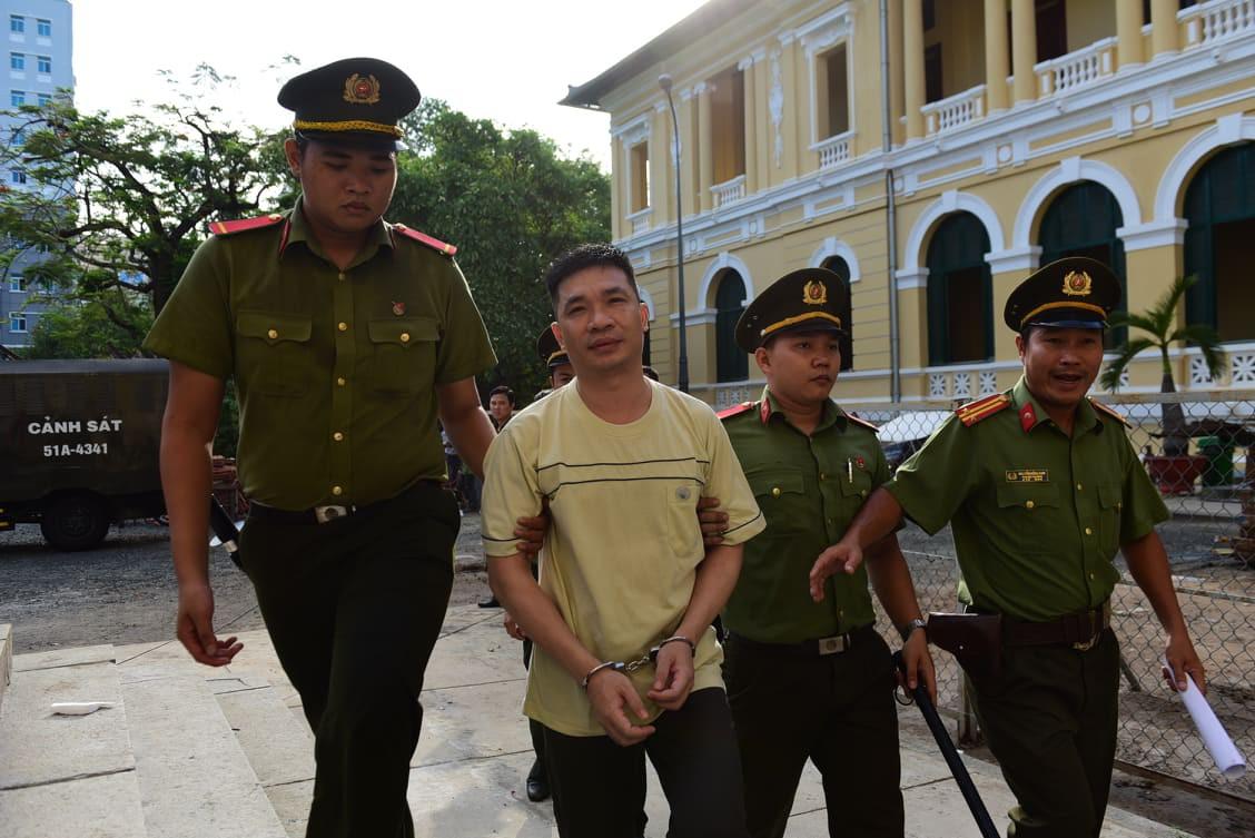 Hotgirl Ngọc Miu phát tướng đến tòa cùng người tình Văn Kính Dương trong phiên xử đại án ma túy - Ảnh 1.