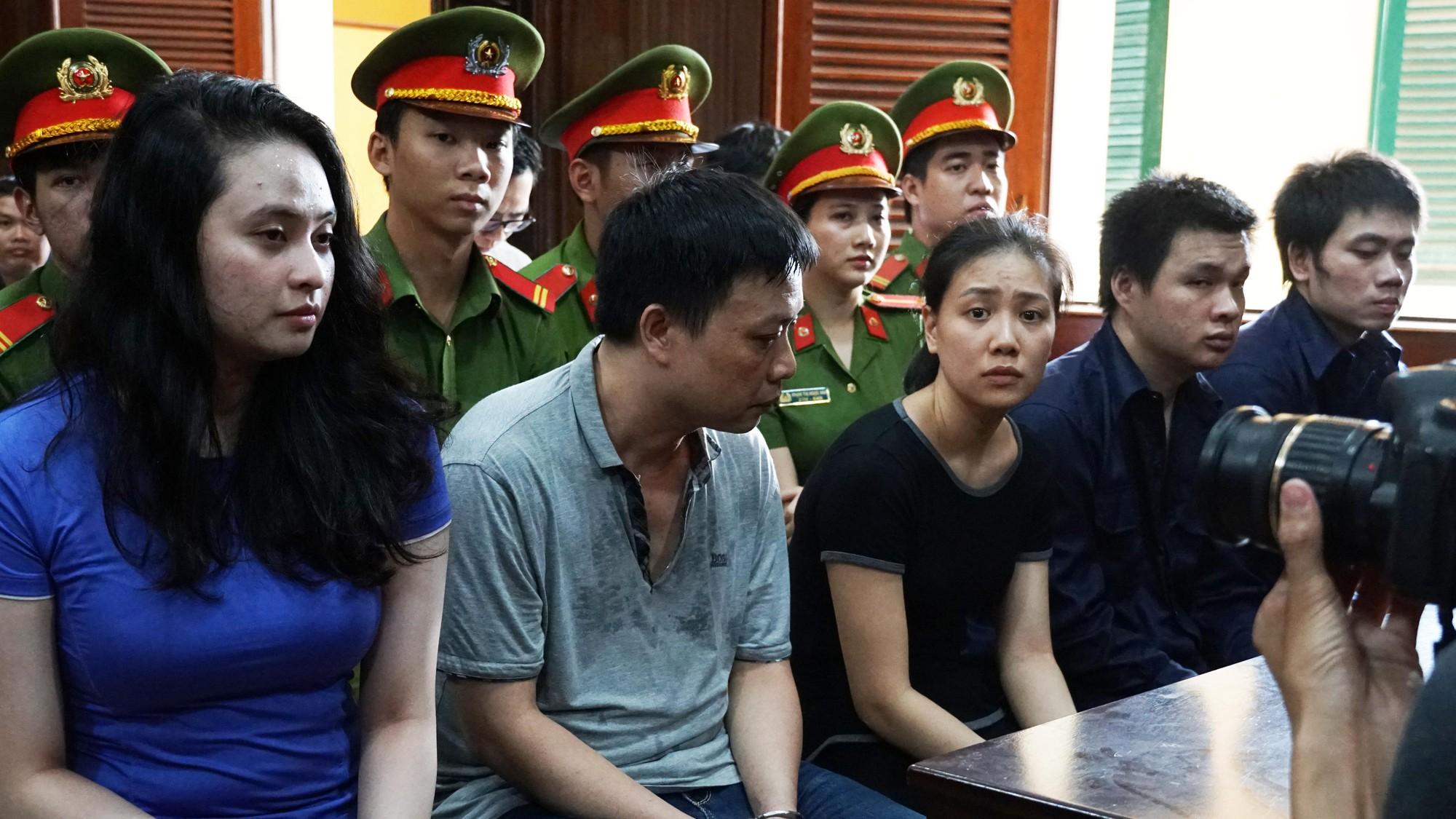Tin tức pháp luật: Hotgirl Ngọc Miu hầu tòa cùng Văn Kính Dương, cô gái tử vong trong khách sạn sau khi gọi điện cầu cứu - Ảnh 2.