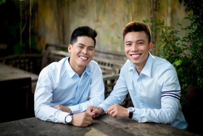 5 cặp đôi sao Việt đồng tính có tình yêu bền chặt, vượt mọi thử thách - Ảnh 2.