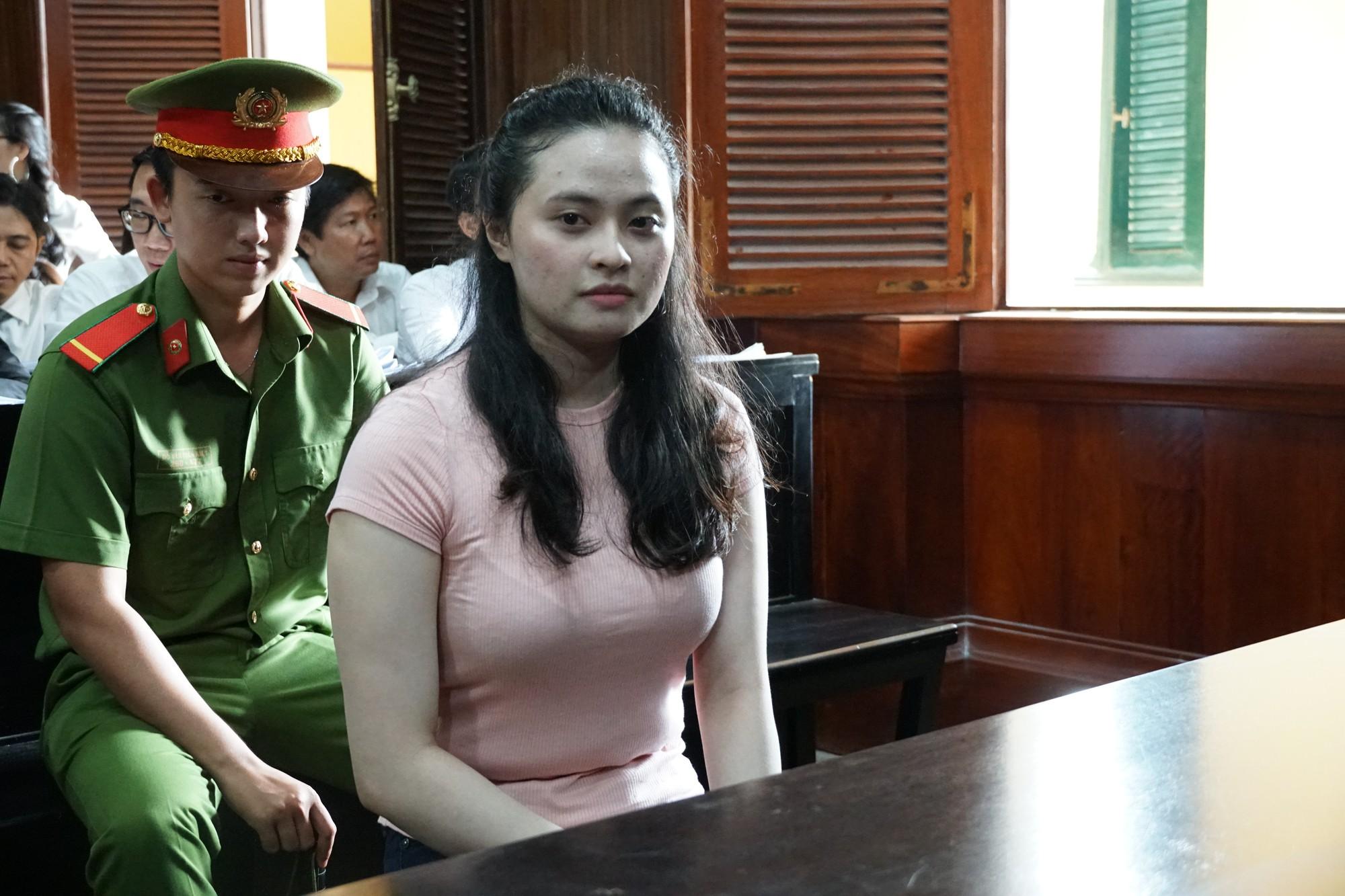 Hotgirl Ngọc Miu phát tướng đến tòa cùng người tình Văn Kính Dương trong phiên xử đại án ma túy - Ảnh 4.