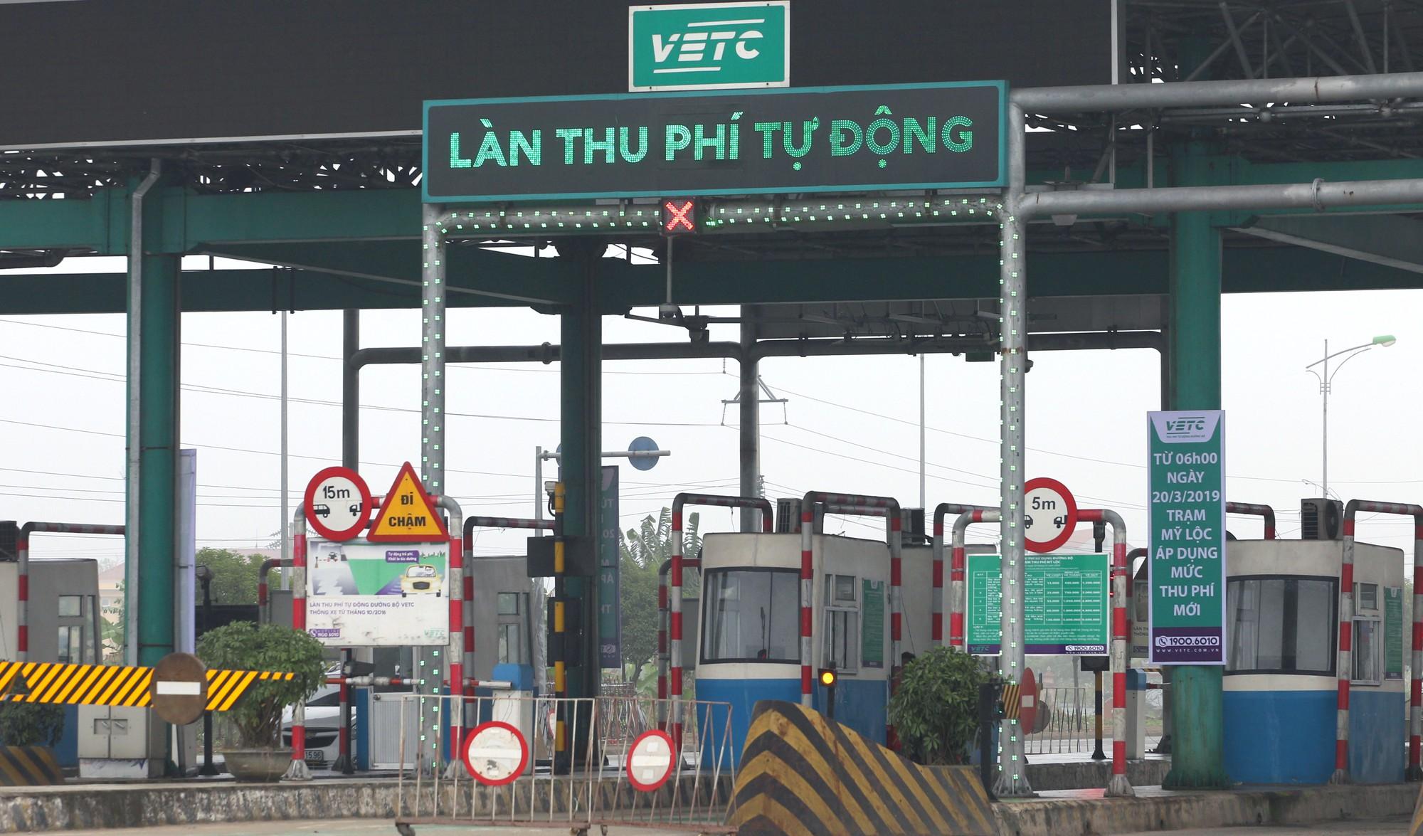 Bộ GTVT đề nghị xe biển xanh, biển đỏ nêu gương dán thẻ thu phí tự động không dừng? - Ảnh 1.