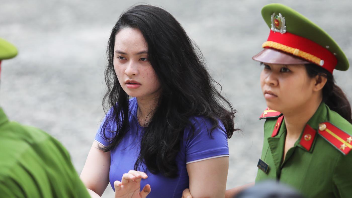 Tin tức pháp luật: Hotgirl Ngọc Miu hầu tòa cùng Văn Kính Dương, cô gái tử vong trong khách sạn sau khi gọi điện cầu cứu - Ảnh 1.