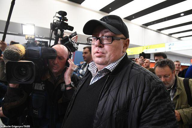 Hành khách sống sót trên máy bay Nga gặp nạn bị chỉ trích vì chặn đường thoát hiểm - Ảnh 2.