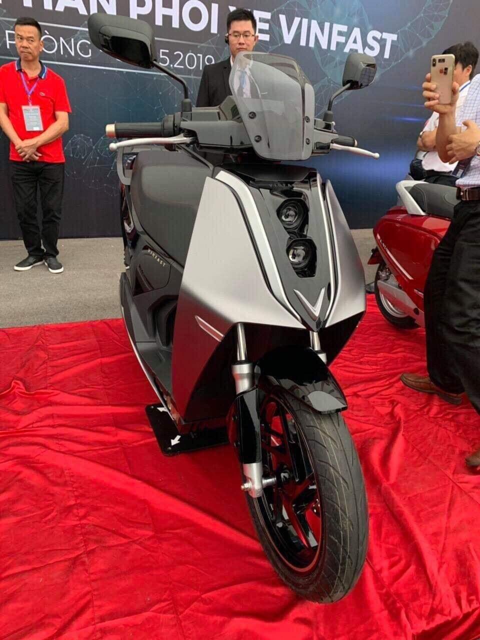 Xe máy điện VinFast lộ diện phiên bản mới: Nam tính hơn, nhanh và mạnh nhất trên thị trường Việt - Ảnh 2.