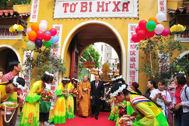Cùng đón Đại lễ Phật Đản tại những ngôi chùa nổi tiếng ở Hà Nội - Ảnh 2.