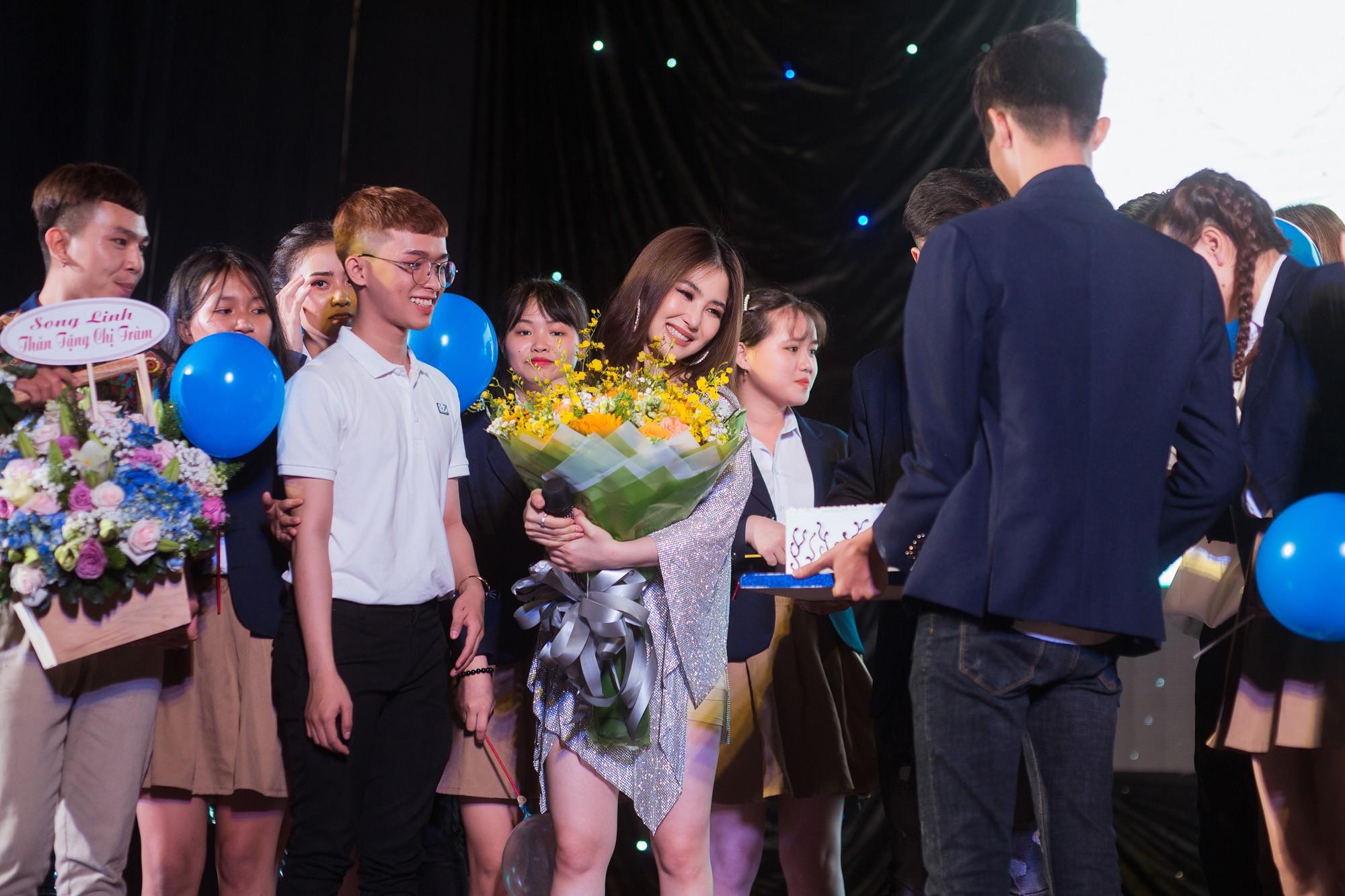 Hương Tràm khép lại lời chào với người hâm mộ trong sự tiếc nuối  - Ảnh 5.