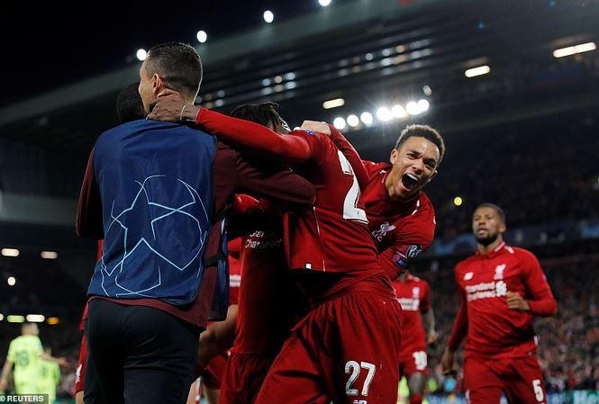 Sao 20 tuổi của Liverpool biến hàng thủ Barca thành 'lũ ngốc' - Ảnh 1.