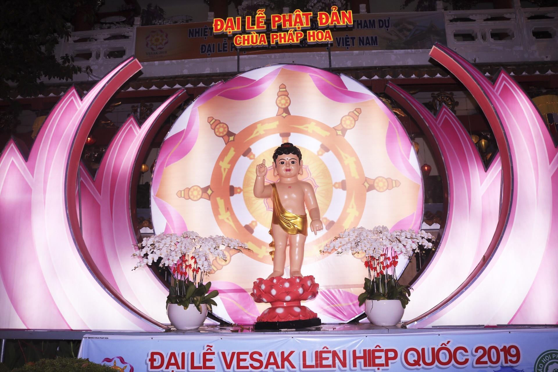 Ngắm vẻ lung linh của chùa Pháp Hoa trước Đại lễ Phật Đản Vesak 2019 - Ảnh 2.