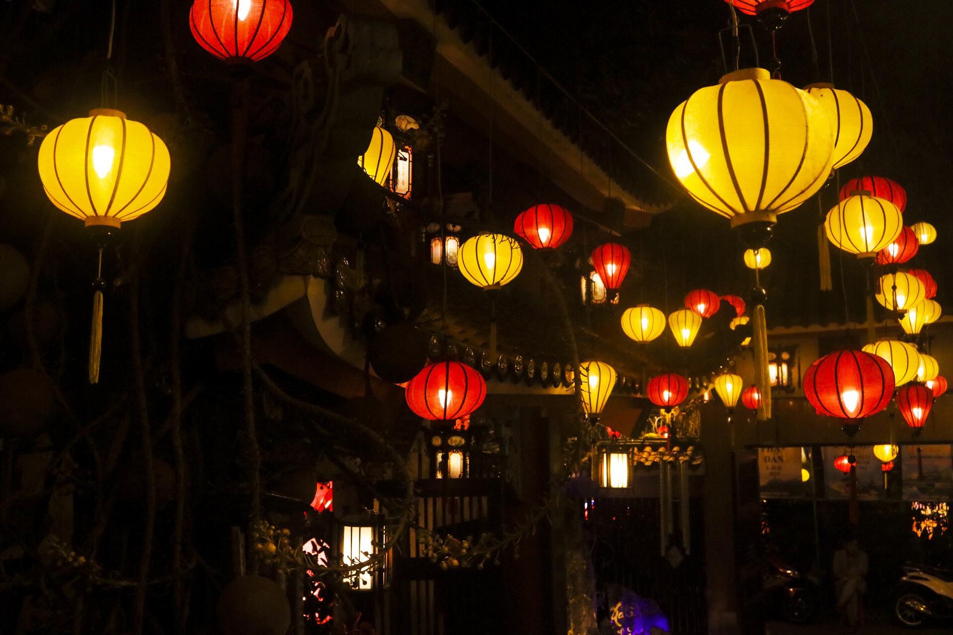 Ngắm vẻ lung linh của chùa Pháp Hoa trước Đại lễ Phật Đản Vesak 2019 - Ảnh 4.