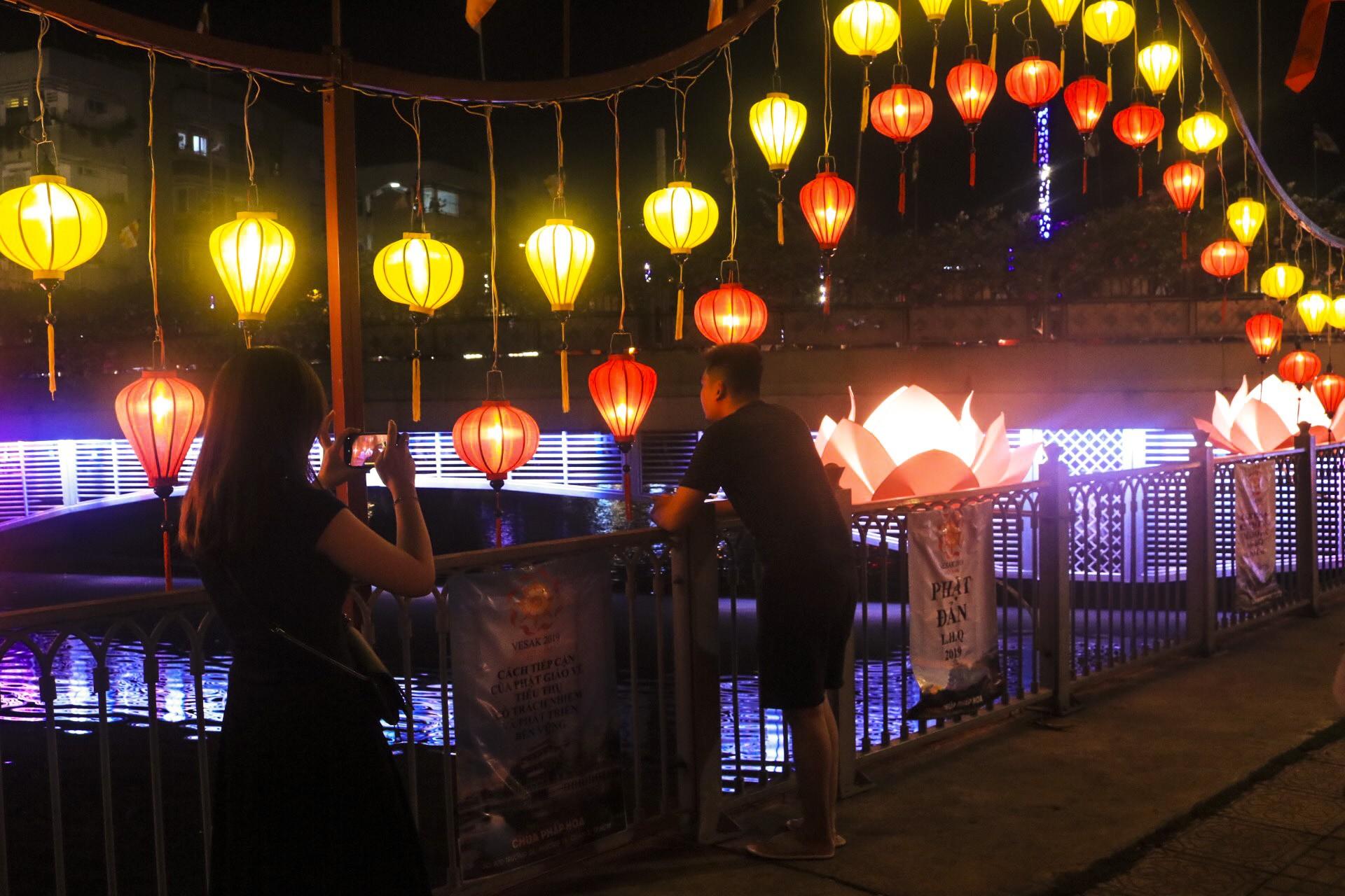 Ngắm vẻ lung linh của chùa Pháp Hoa trước Đại lễ Phật Đản Vesak 2019 - Ảnh 7.
