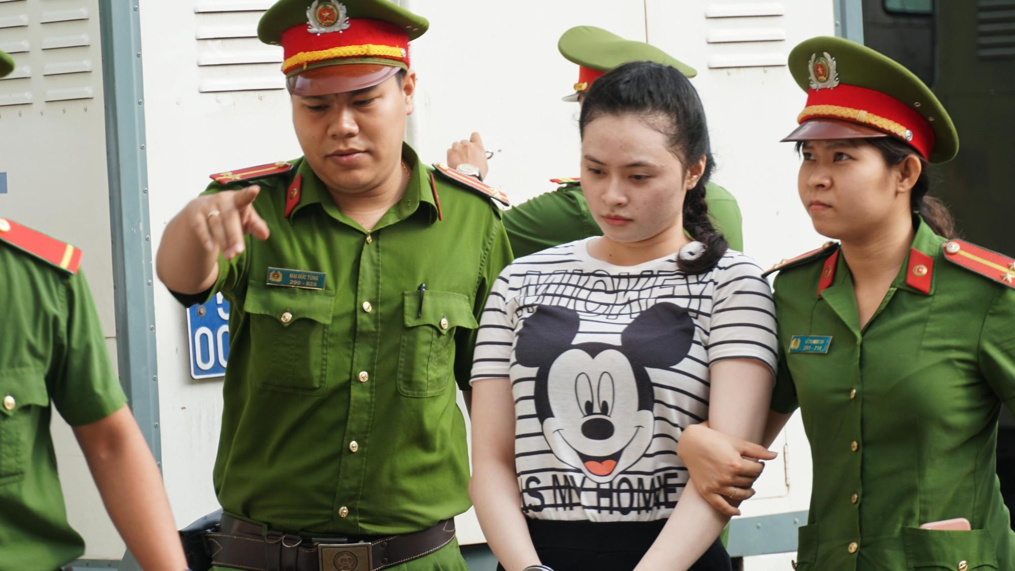 Tin tức pháp luật: Bộ Công an khám xét nhiều cửa hàng của Nhật Cường mobile, khởi tố tài xế say rượu tông chết 2 phụ nữ ở hầm Kim Liên - Ảnh 3.