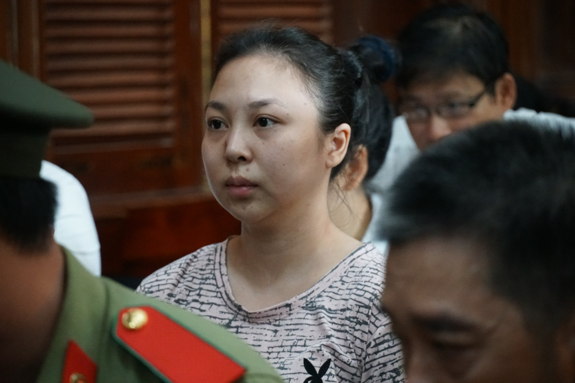 Tin tức pháp luật: Bộ Công an khám xét nhiều cửa hàng của Nhật Cường mobile, khởi tố tài xế say rượu tông chết 2 phụ nữ ở hầm Kim Liên - Ảnh 7.