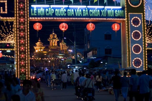Tháng 5, về An Giang tham dự Lễ hội Miếu Bà Chúa Xứ Châu Đốc  - Ảnh 1.
