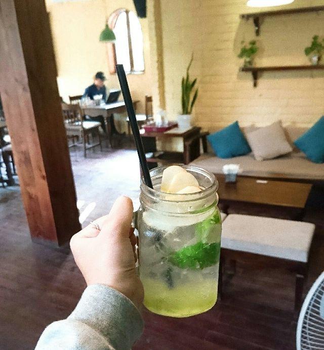 Những quán cà phê đẹp phù hợp với người LGBT ở Hà Nội - Ảnh 14.