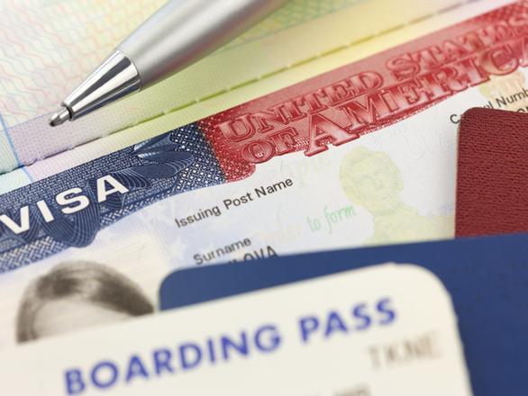 The Hill: Từ 1/6, xin visa vào Mỹ sẽ phải khai mạng xã hội đang xài - Ảnh 1.