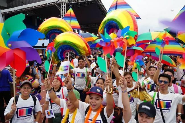 Tổng thống Phillipines thú nhận từng là người đồng tính nhưng đã tự chữa được - Ảnh 2.