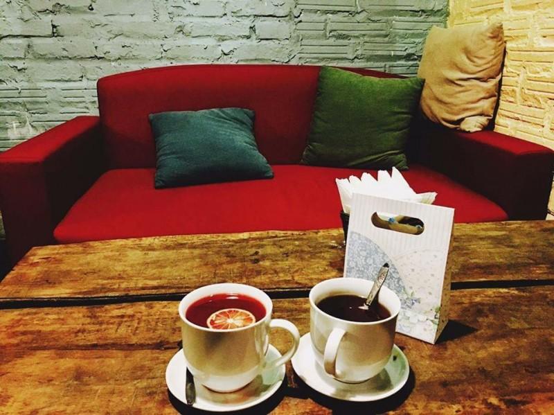 Những quán cà phê đẹp phù hợp với người LGBT ở Hà Nội - Ảnh 13.