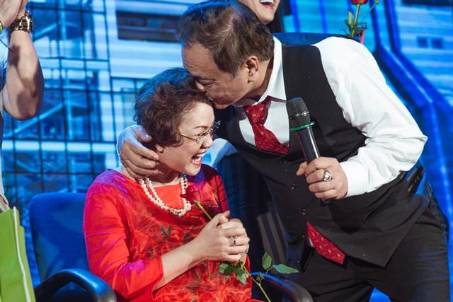Vợ chồng nhà Dr Thanh làm thơ tình tặng nhau nhân kỉ niệm 40 năm ngày cưới - Ảnh 1.